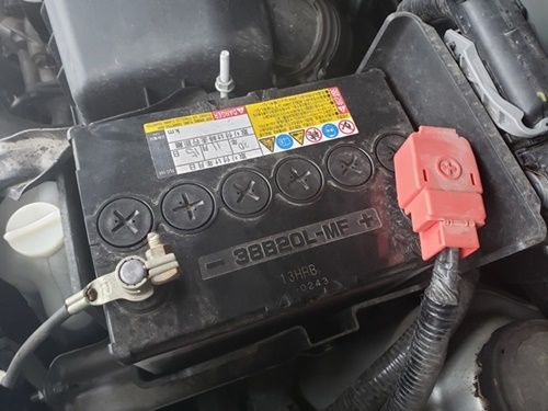 外し 方 バッテリー 車